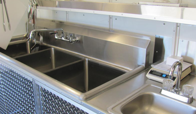 trailer_sinks_closeup